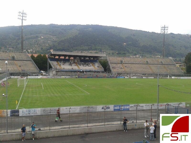 Stadio che si riempie