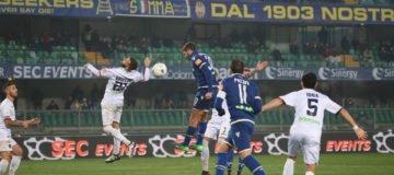 Calciomercato Hellas Verona: il centravanti classe '96 è pronto a scendere di categoria per poter gocare con più continuità nei prossimi mesi.